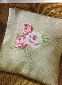 Pretty vintage rose cushion 001